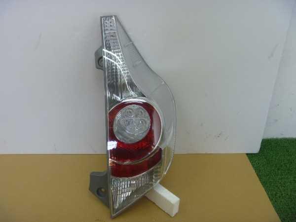 アクア NHP10 テールランプ
