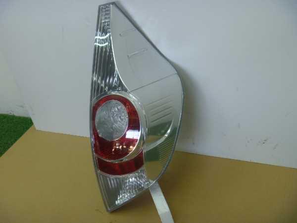 アクア NHP10 テールランプ修理