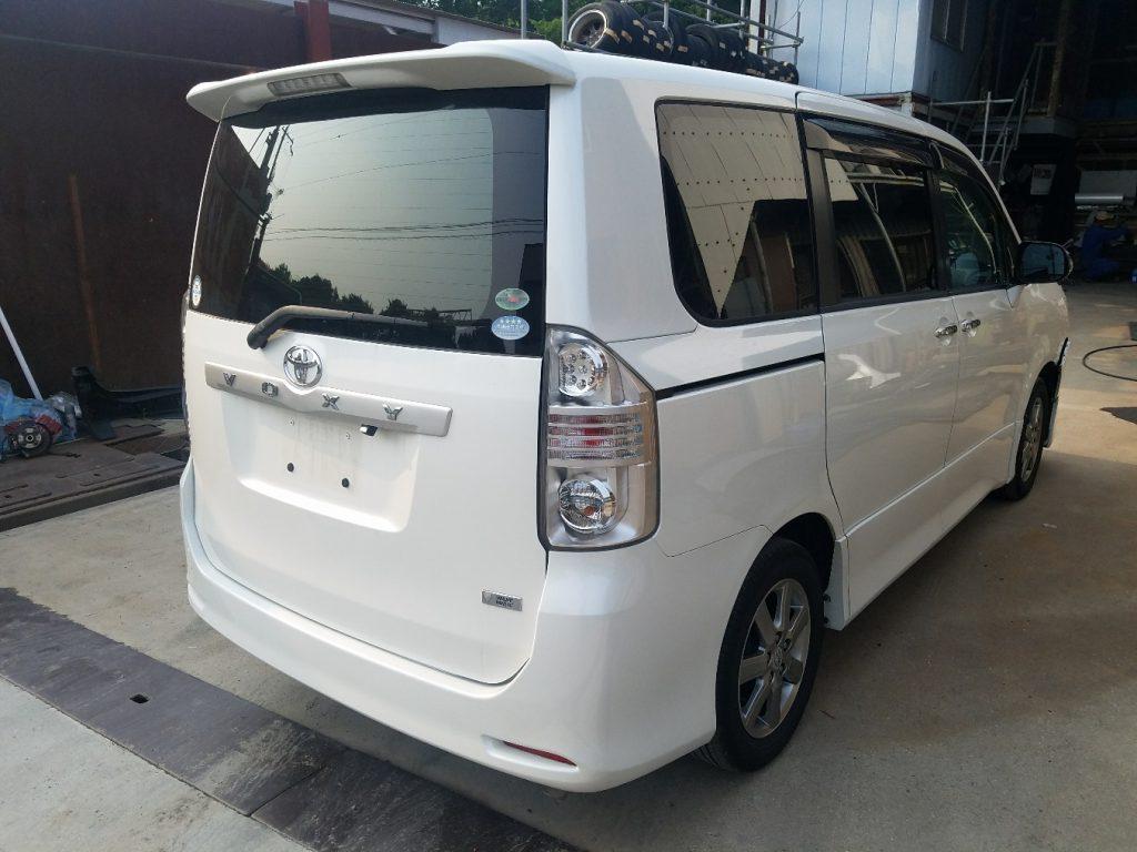 神戸事故車引取 トヨタ ヴォクシー ZRR70W