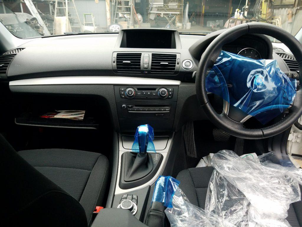 BMW116iE87スピードメーター BMW116iE87ハンドル BMW116iE87オーディオ BMW116iE87エアコンパネル BMW116iE87内装パーツ