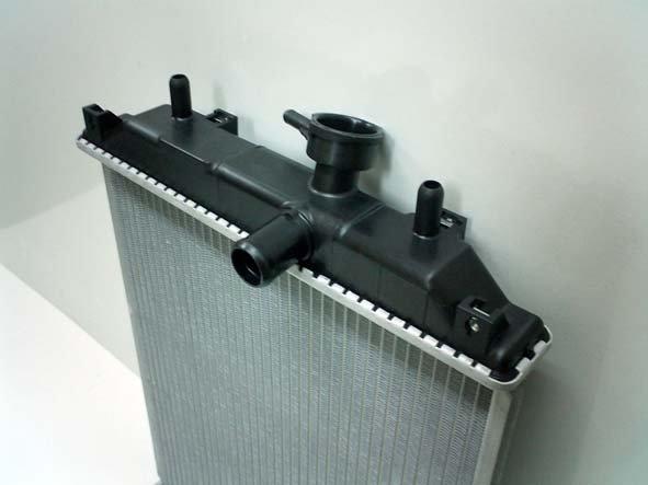 無加工で取付できる社外新品ラジエター 純正同等の社外新品ラジエター 18ヶ月保証付の社外新品ラジエター